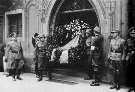 coroana trimisa de Hitler la funeraliile lui Rommel